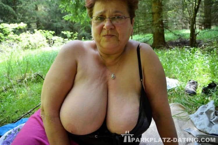 Reife frau steht auf Sex im Wald und möchte dich kennen lernen.